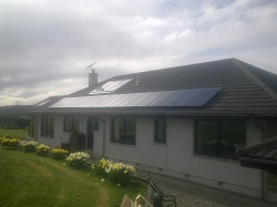 18 x Sanyo HIP 215 panels (old version of N series), 3.9kWp system